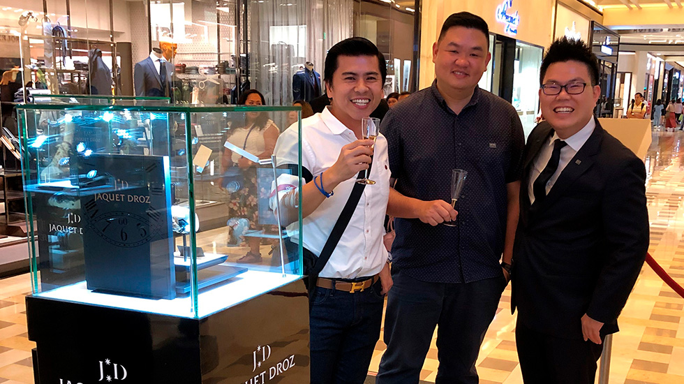 Jaquet Droz, Marina Bay Sands Pop-Up Exhibition, Guests enjoying the exhibition