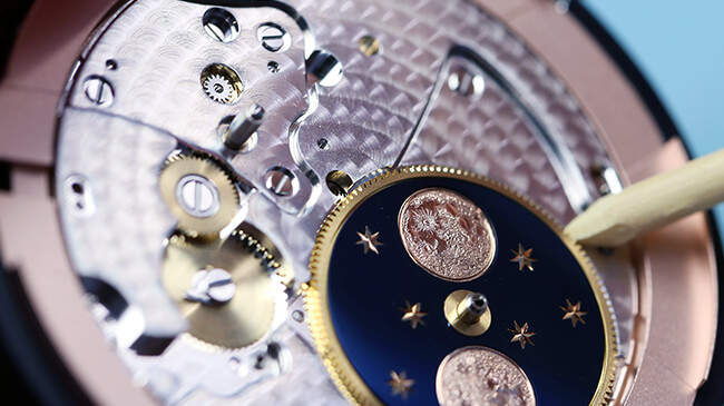 Jaquet Droz, Grande Seconde Moon Ivory Enamel, Workshop Movement Close-Up, J007533200