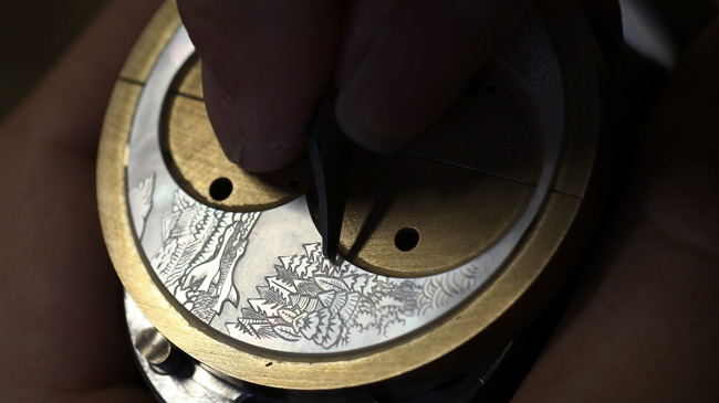 Jaquet Droz, J031533200, The Charming Bird, Close-Up, Workshop Engraving