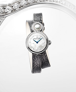 LADY 8 PETITE, AN ODE TO FEMININITY AND ELEGANCE