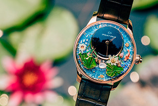 KOI SWIMS IN RIPPLING WAVES, EVERY MOVE BLOOMS LOTUS MAGIC LOTUS AUTOMATON FROM JAQUET DROZ GRAND CHINA LAUNCH