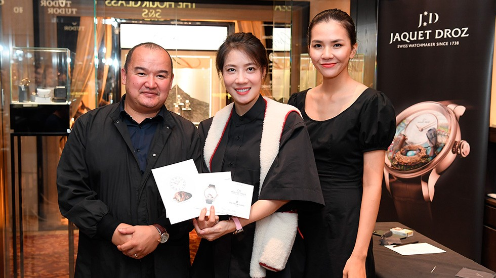 Jaquet Droz, Ha Long Bay, Vietnam Exclusive Piece, Guests Showing their Miniature Painting
